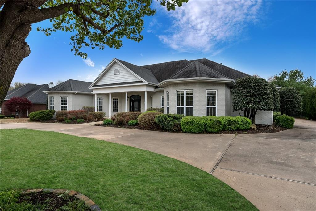 8 W Wembly DR, Rogers, AR 72758