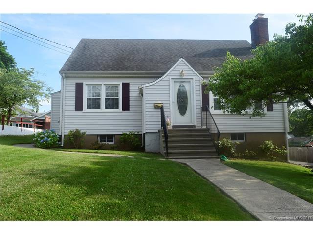 19 Raynham Rd, New Haven, CT 06512