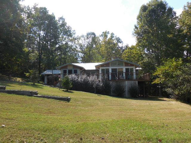 1020 Boyanton Dr, Sewanee, TN 37375