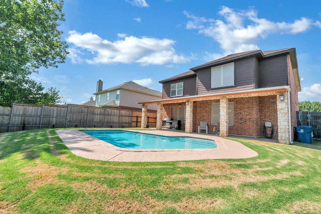 304 Benton Drive, Roanoke, TX 76262