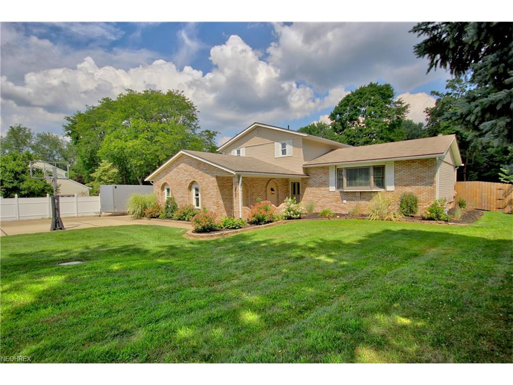 3837 Chickasaw Trail St NW, Uniontown, OH 44685