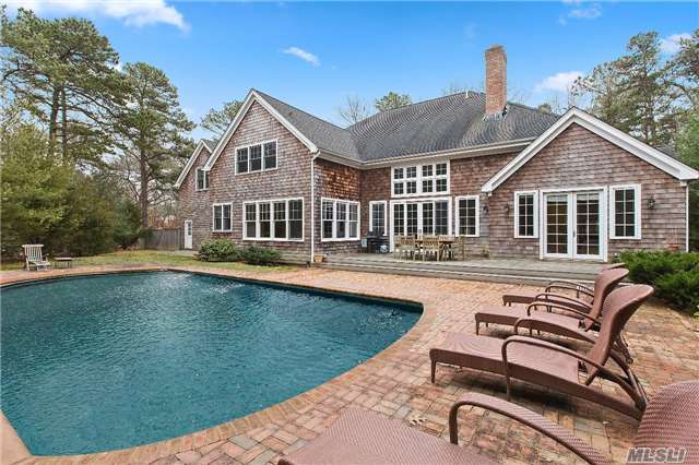 2 Jasons Ln, East Hampton, NY 11937