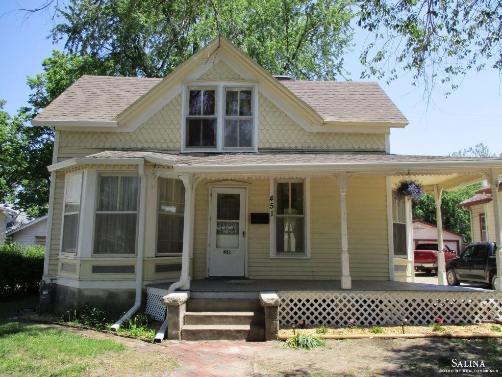 451 S 9th Street, Salina, KS 67401