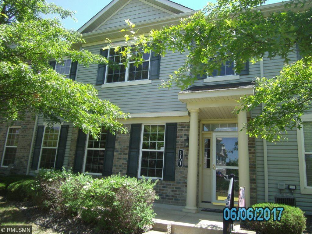 1191 Hillvale Avenue N, Oakdale, MN 55128