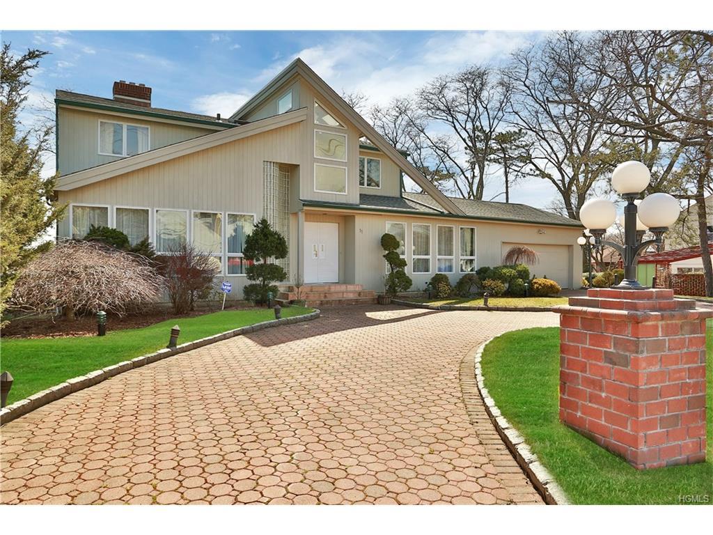 11 Hampton Oval, New Rochelle, NY 10805