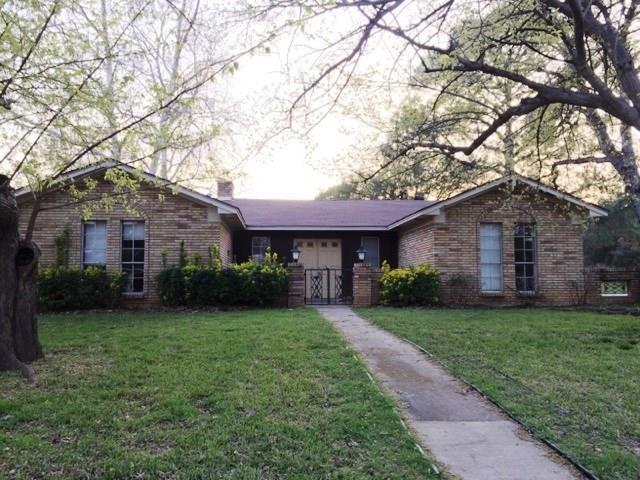 110 Oakridge Circle, Lewisville, TX 75057