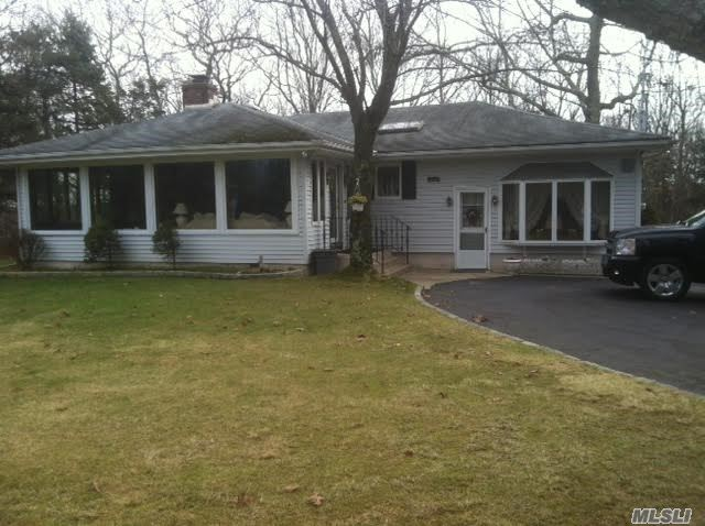325 Middle Country Rd, Coram, NY 11727