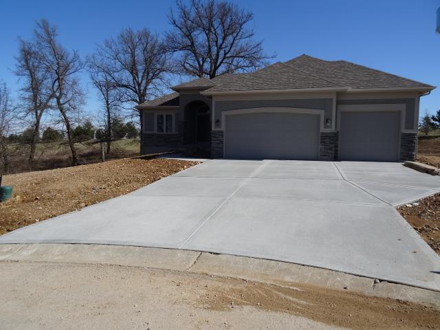 817 SE Pine Court, Blue Springs, MO 64014