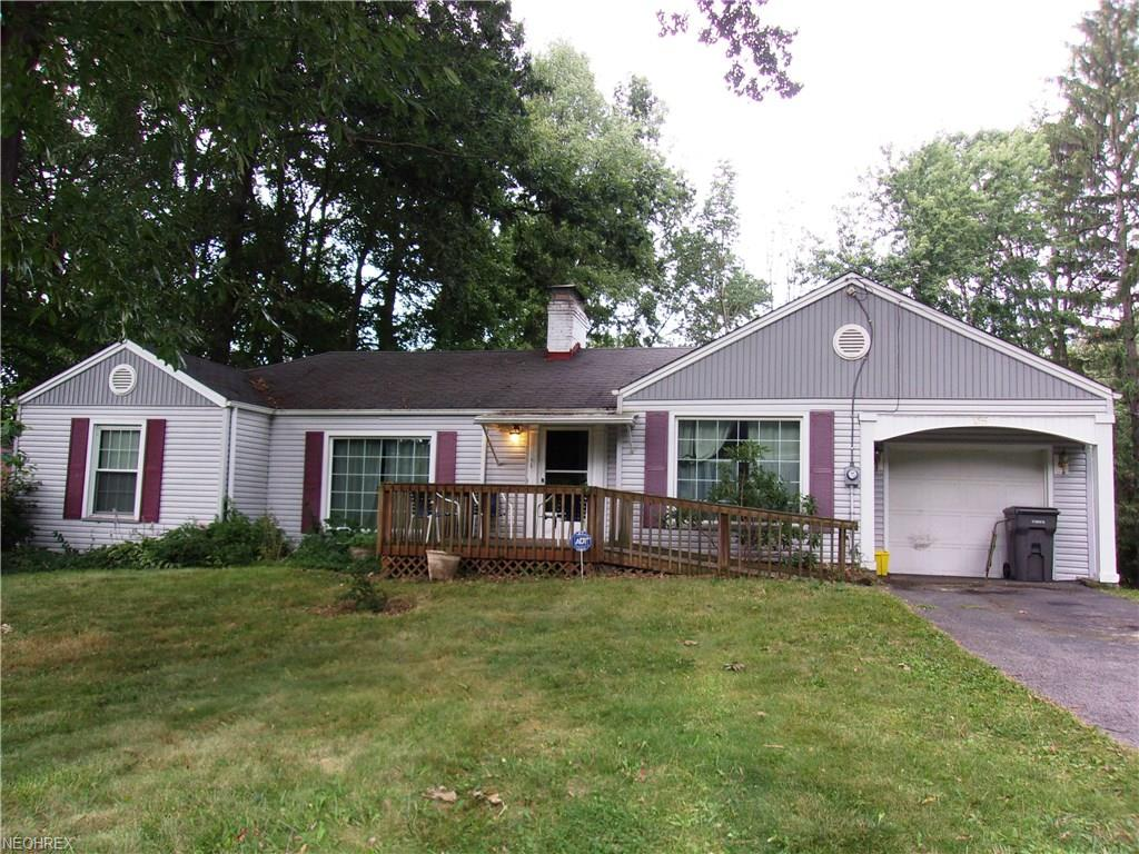 25 Gypsy Ln, Youngstown, OH 44505