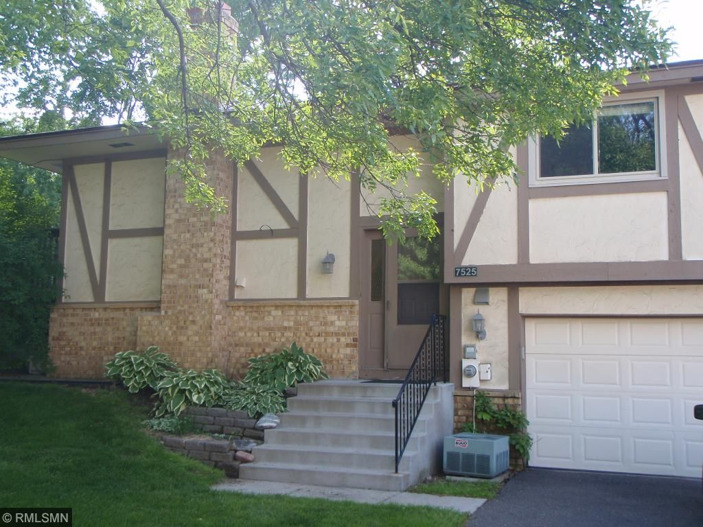 7525 Zinnia Way, Maple Grove, MN 55311