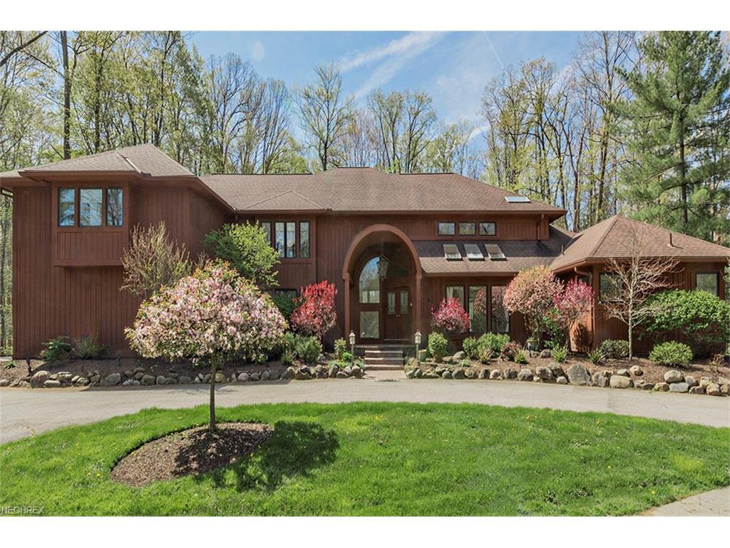 30 Pebblebrook Ln, Moreland Hills, OH 44022