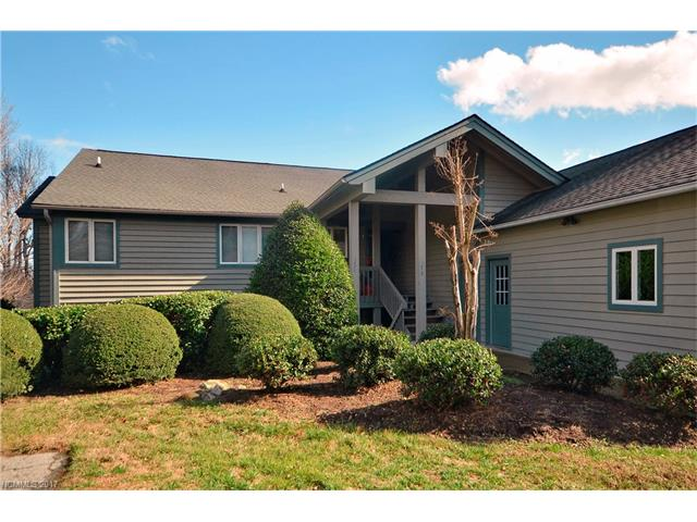 Updated 3 bedroom 2 bath condo in Kenmure. Good investment potential or move in year round. Close to indoor/outdoor pools, fitness center, tennis, golf and clubhouse. Call for amenity tour or information on rental history.