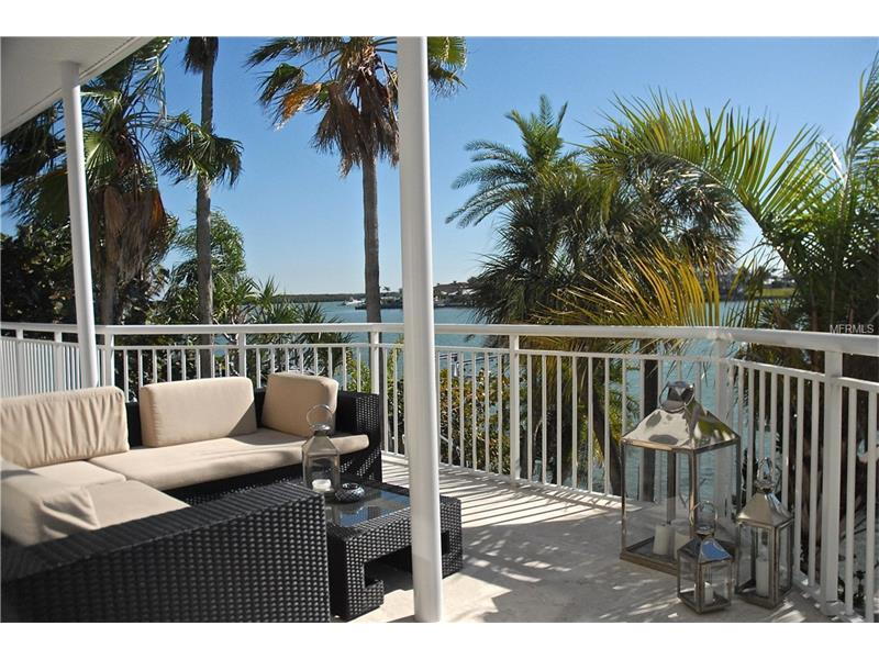 821 BAY ESPLANADE, CLEARWATER BEACH, FL 33767