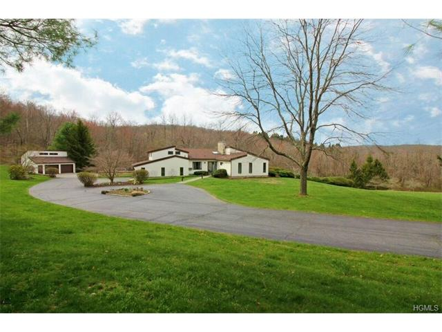 28 Strawberry Hill Road, Pawling, NY 12564