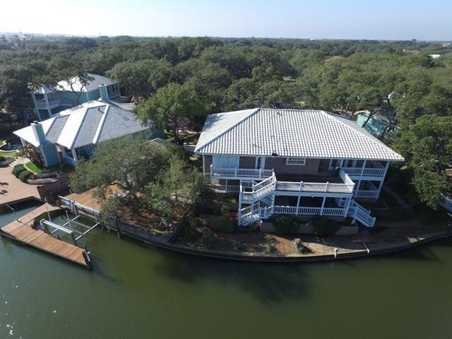 2301 Lakeside Ct, Rockport, TX 78382