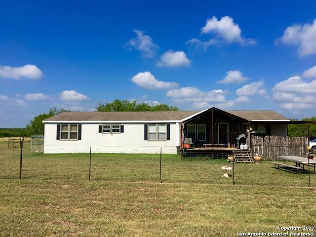 5530 BLACKHILL RD, Floresville, TX 78114