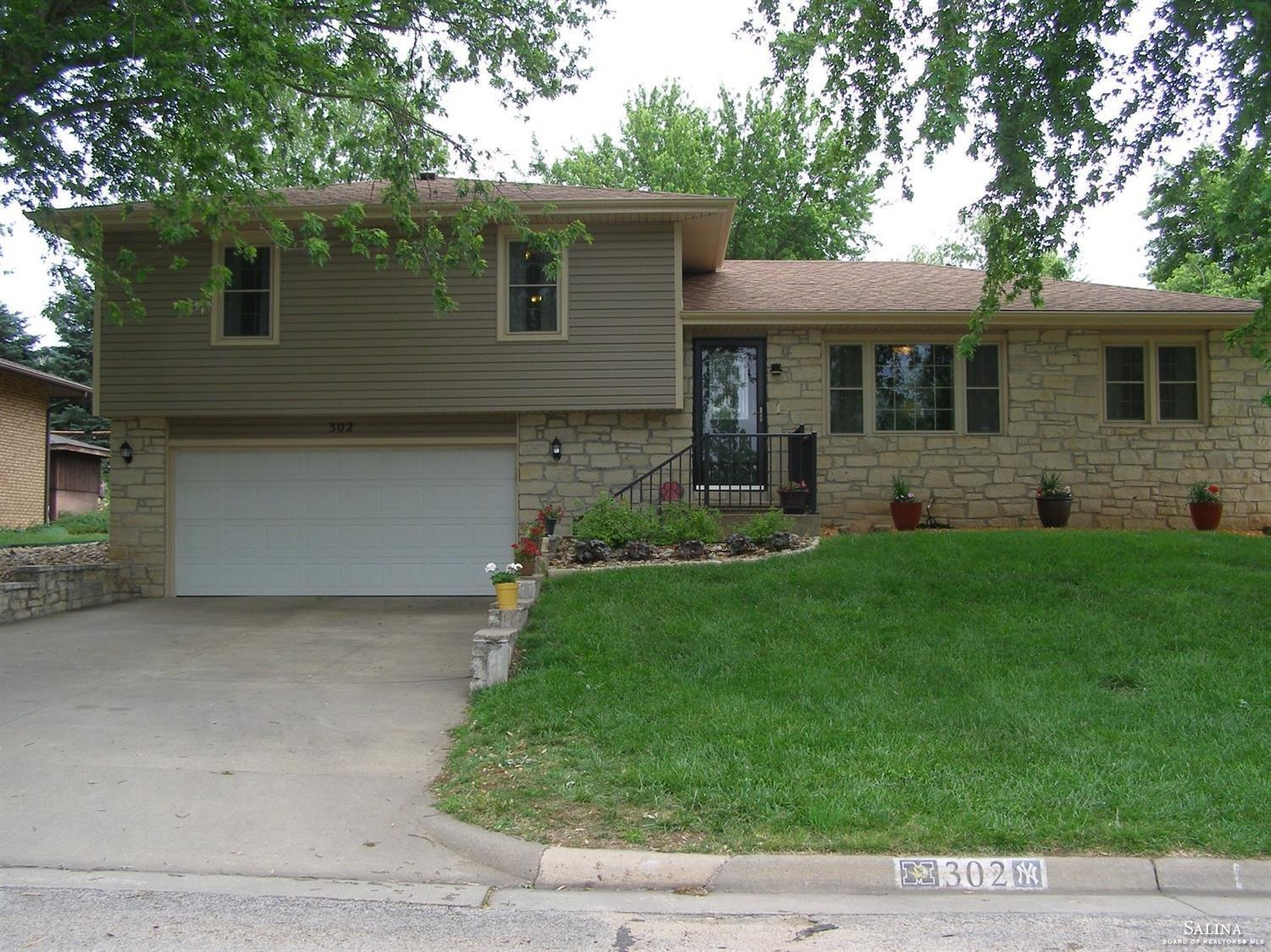 302 Kunkle Drive, Ellsworth, KS 67439