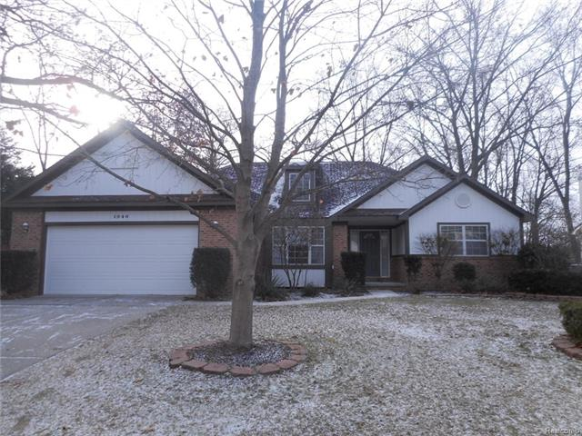 1946 W RIDGE Drive, Commerce Twp, MI 48390