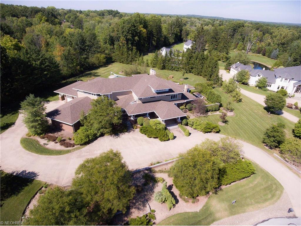 40 Brandon Ct, Moreland Hills, OH 44022
