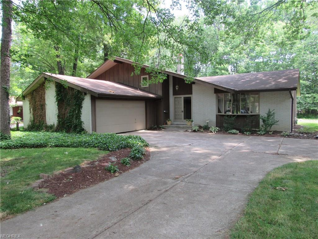 3939 Canterbury Rd, North Olmsted, OH 44070