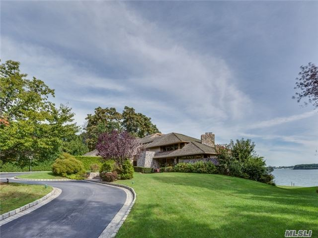 15 Gatsby Ln, Kings Point, NY 11024