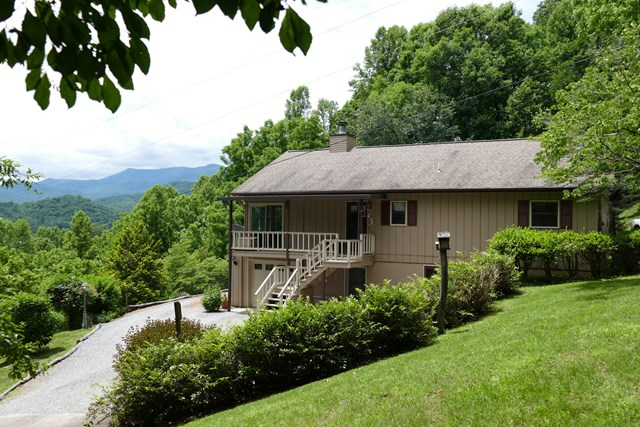 409 Meadow View Road, Franklin, NC 28734