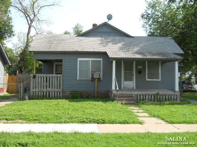 925 W Walnut Street, Salina, KS 67401