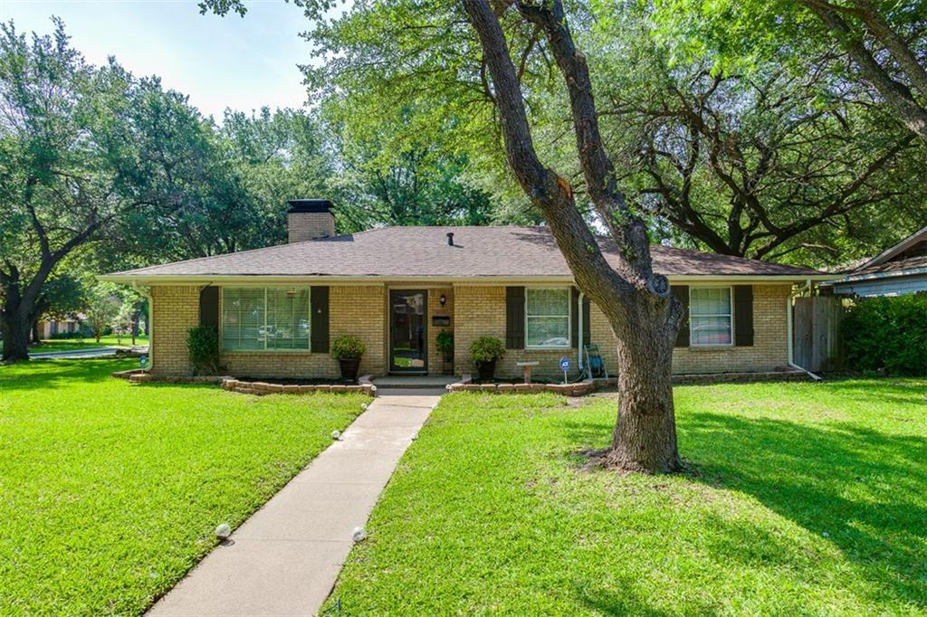 300 Woodlawn Drive, DeSoto, TX 75115