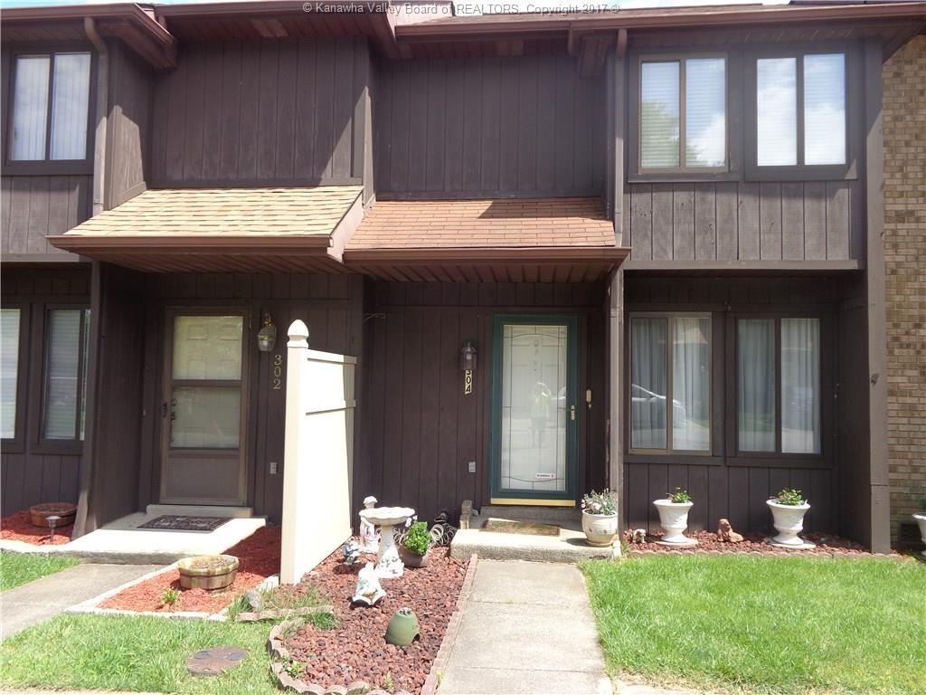 304 Maplewood Lane, Nitro, WV 25143