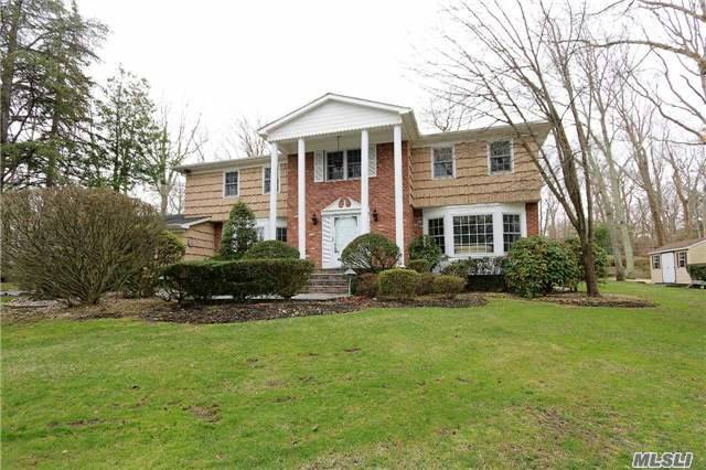 26 Stepping Stone Cres, Dix Hills, NY 11746