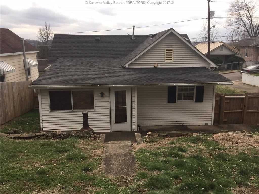 1040 Beech Avenue, Charleston, WV 25302