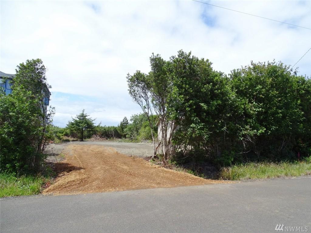 567 Sand Dune Ave SW, Ocean Shores, WA 98569