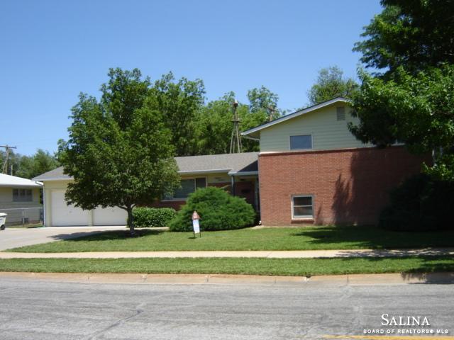 1819 Quincy Street, Salina, KS 67401