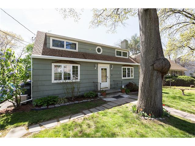 104 Oakdale St, Bridgeport, CT 06606