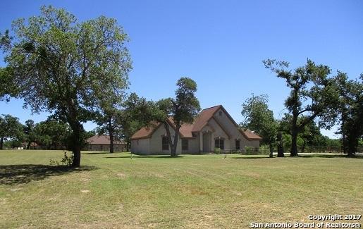 108 Abrego Rdg Dr, Floresville, TX 78114
