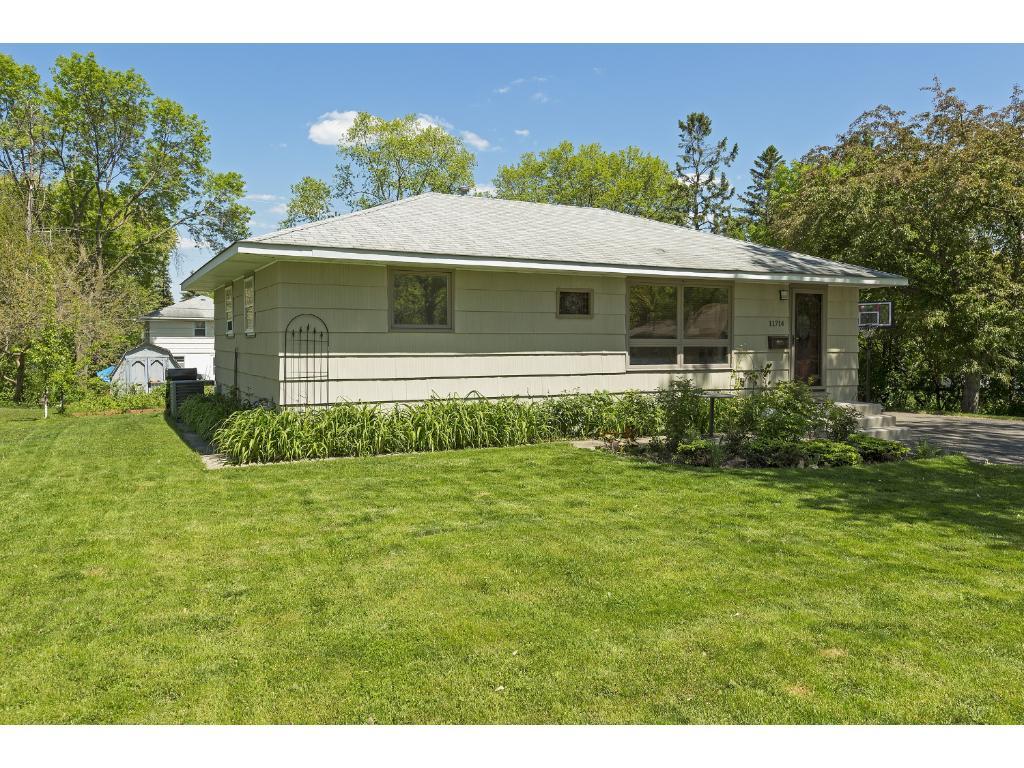 11714 Shady Oak Drive, Minnetonka, MN 55343