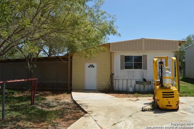 1375 ZION HILL RD, Seguin, TX 78155