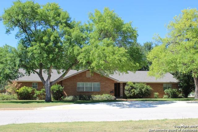 402 E Oak St, Eden, TX 76837