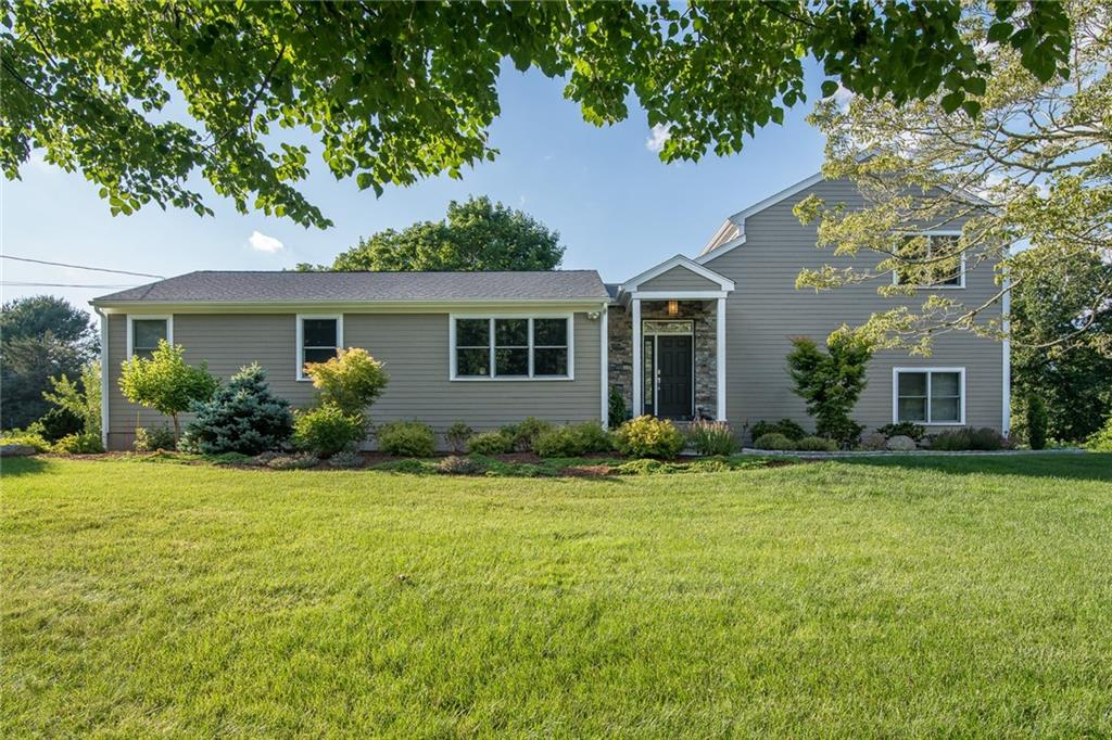 5 BRICK POND DR, Barrington, RI 02806