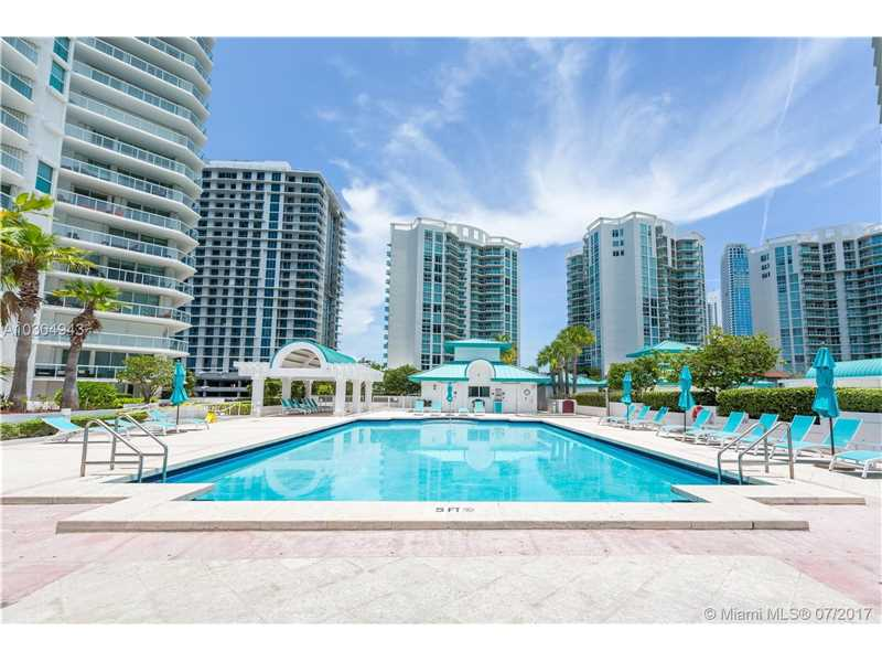 16500 Collins Ave TH-10, Sunny Isles Beach, FL 33160