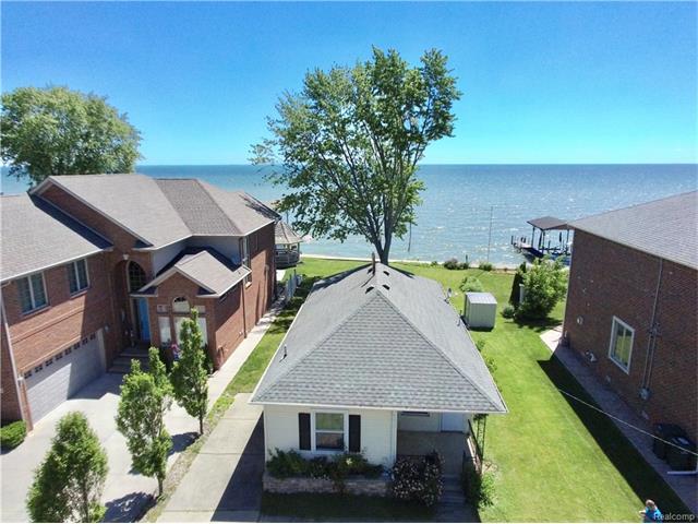 29316 JEFFERSON Avenue, St Clair Shores, MI 48081