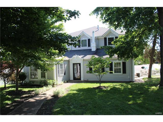 2 Adams Lane, Kirkwood, MO 63122