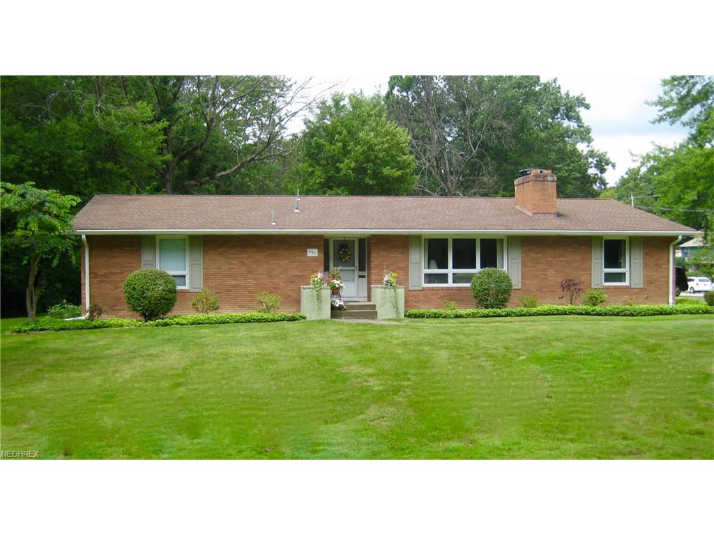 360 Montridge Dr, Canfield, OH 44406