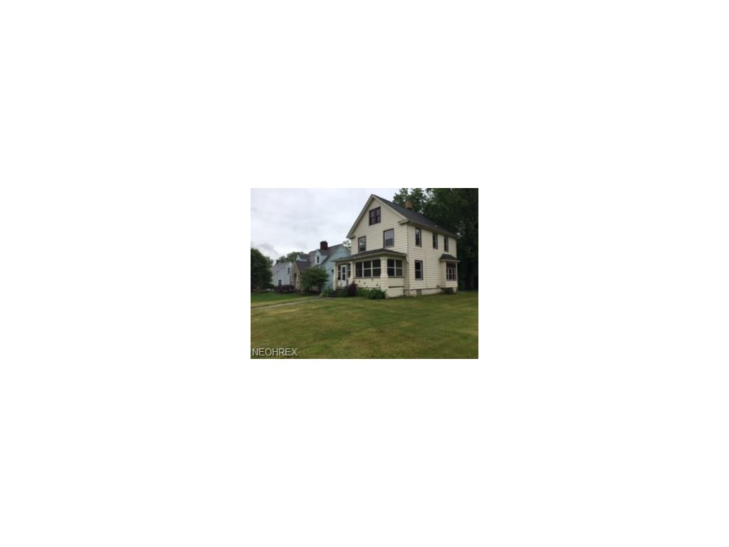 821 W 3rd St, Niles, OH 44446