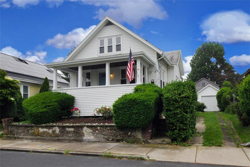 14 Burdick AV, Newport, RI 02840