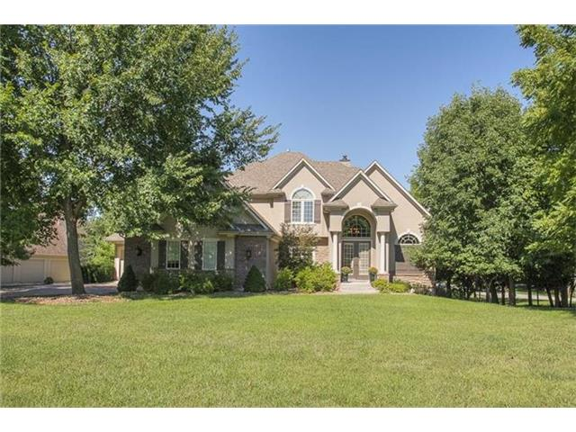 476 NW Riven Rock Circle, Lee's Summit, MO 64081