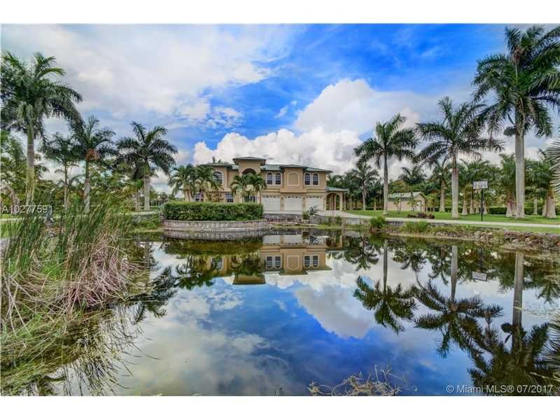 19000 SW 57th Ct, Southwest Ranches, FL 33332