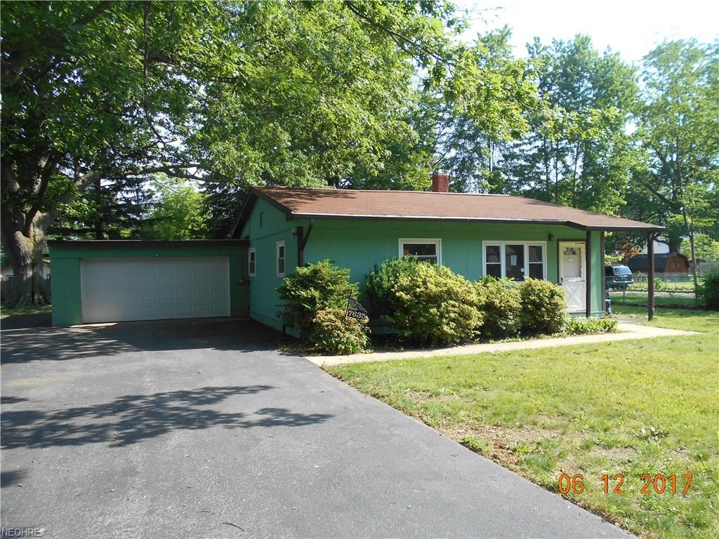 7635 Manor Dr, Mentor-on-the-Lake, OH 44060