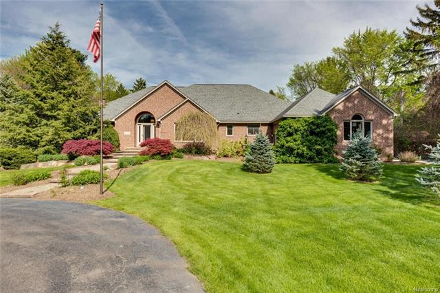 5732 N ADAMS Road, Troy, MI 48098