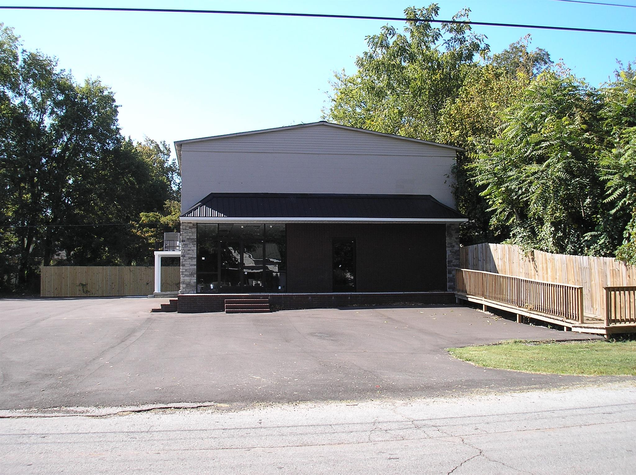 313 2Nd St, Lawrenceburg, TN 38464